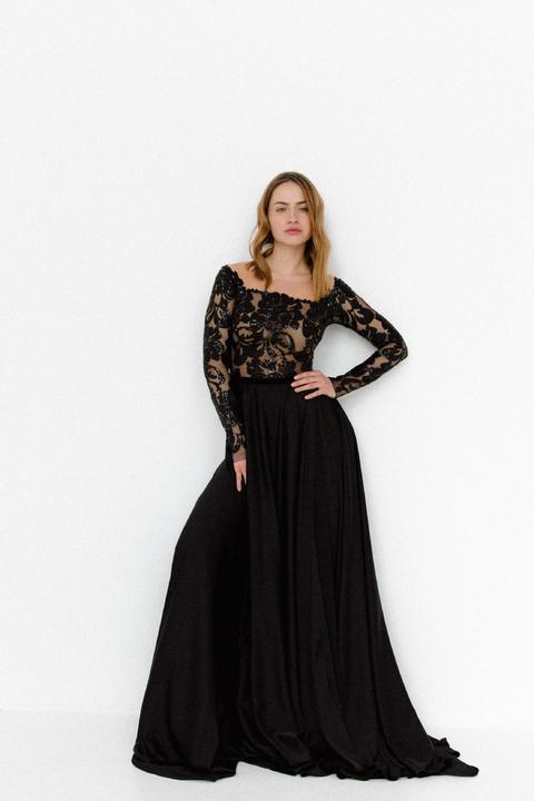 Черное платье в пол с длинным рукавом