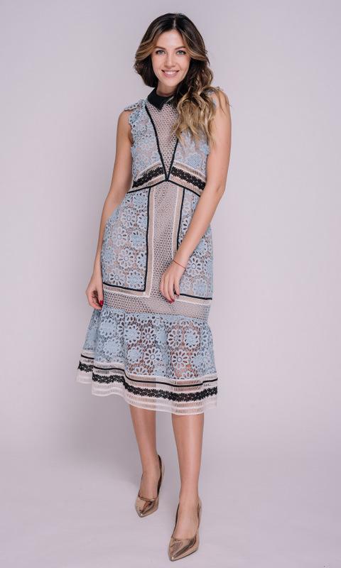 Голубое платье миди из кружева с воротником