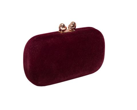 Бордовый бархатный клатч с золотой застежкой