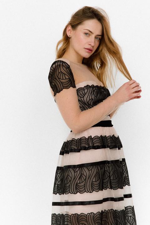 Бежевое платье миди прозрачное с черной вышивкой