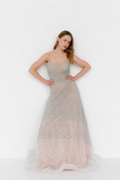 Серое пышное платье-бюстье из бисера