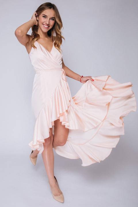 Персиковое платье с переменной длиной на запах