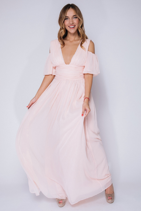 Персиковое платье макси с открытыми плечами