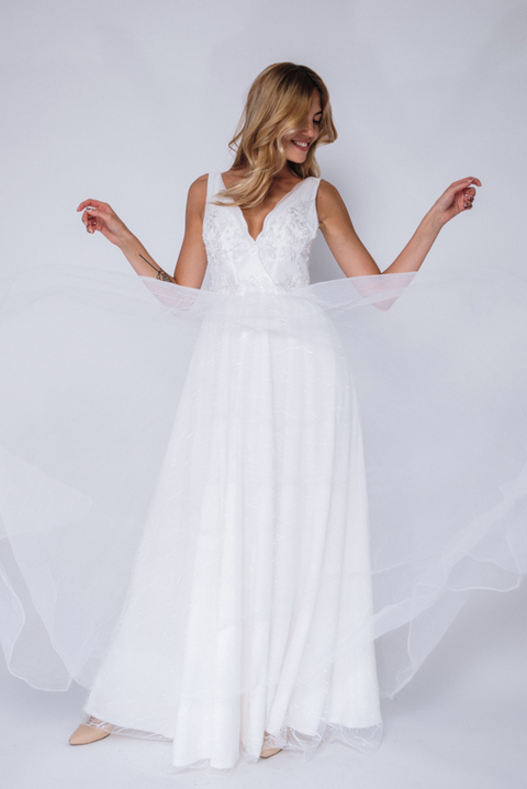 Белое платье в пол расшитое бисером