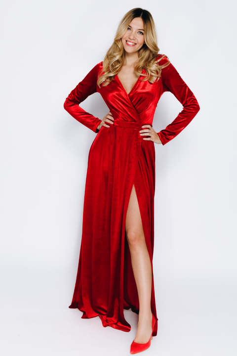 Темно- красное бархатное платье в пол
