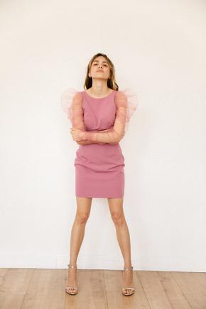 Пудрове плаття-футляр міні з довгими рукавами з драпіруванням фатину в прокат и oренду в Киiвi. Фото 2