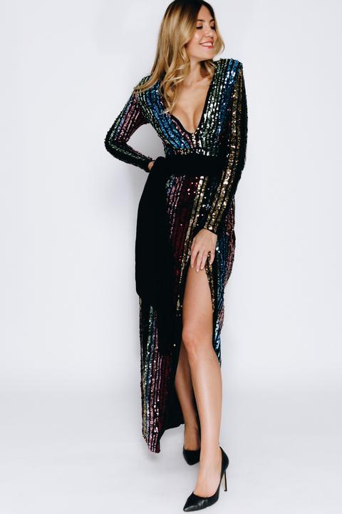 Длинное платье в пайетки с рукавом и высоким разрезом