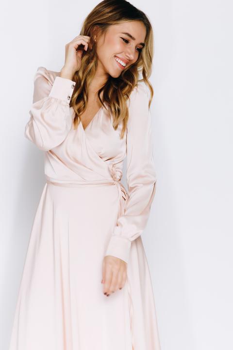 Кремовое платье в пол с длинным рукавом