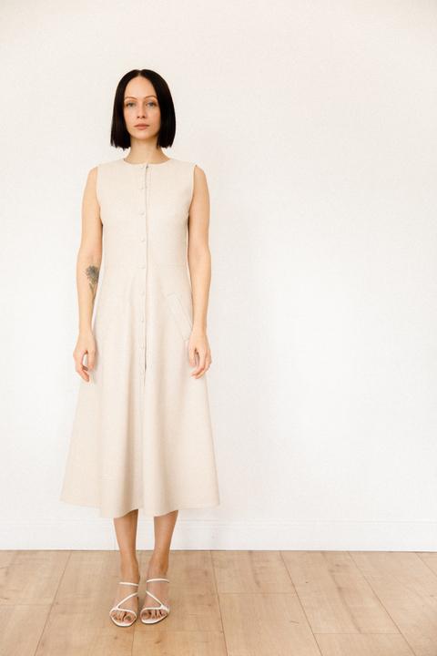 Платье миди из эко-кожи молочного цвета с поясом