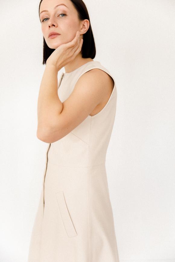 Платье миди из эко-кожи молочного цвета с поясом в прокат и аренду в Киеве, Одессе, Харькове. Фото 2