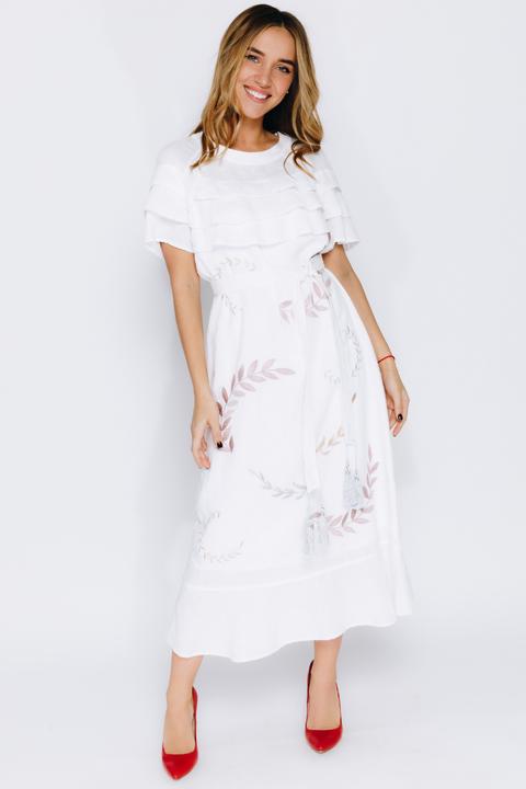 Белое платье с вышивкой и поясом