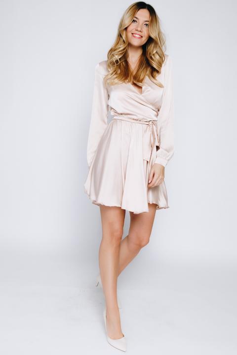 Бежевое платье мини с длинными рукавами