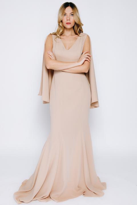 Бежевое платье в пол с кейпом