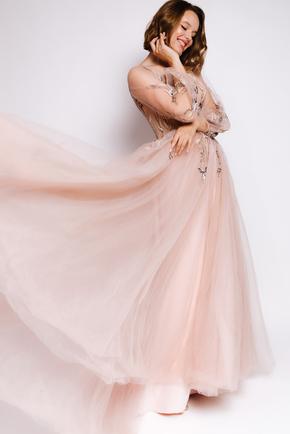 Пишна довга сукня пісчаного кольору з вишивкою в прокат и oренду в Киiвi. Фото 2
