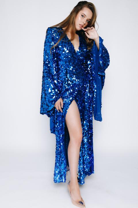 Платье-кимоно в пол из пайеток цвета электрик