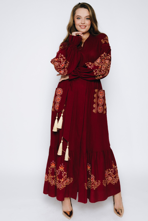 Бордова вишиванка в підлогу з рукавами і золотою вишивкою в прокат и oренду в Киiвi. Фото 1