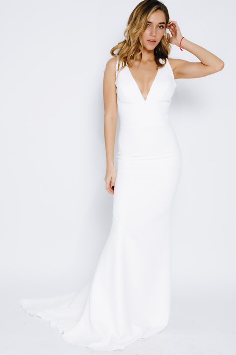 Силуэтное платье в пол с глубоким вырезом