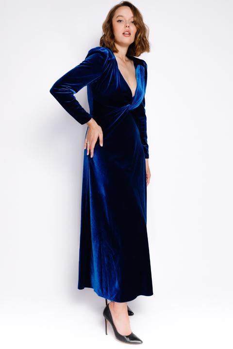 Бархатное платье цвета электрик с открытой спиной