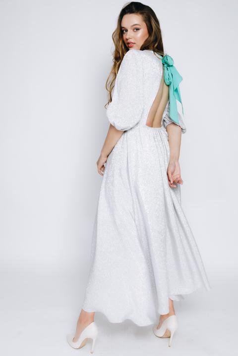 Серебряное платье миди из люрекса с длинным рукавом