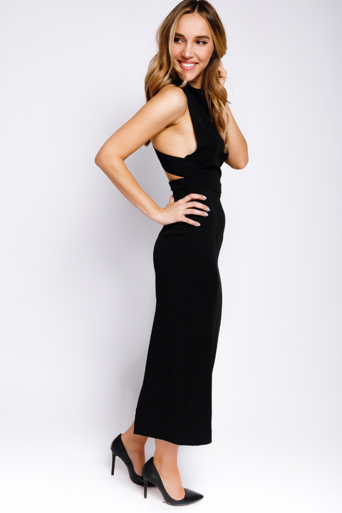 Черное платье-футляр миди с захлестами на спине