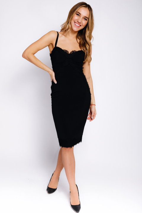 Черное платье-футляр миди с кружевом