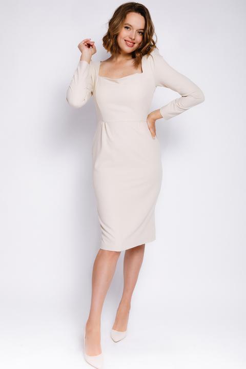 Молочное платье-футляр миди с прямоугольным вырезом