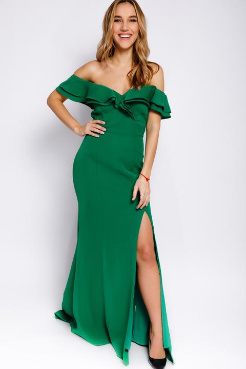 Зеленое платье со спущенными плечами и разрезом