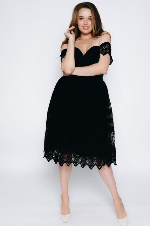 Черное платье миди из кружева
