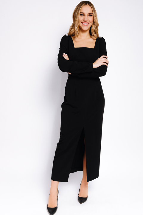 Черное платье-футляр с прямоугольным вырезом и длинным рукавом