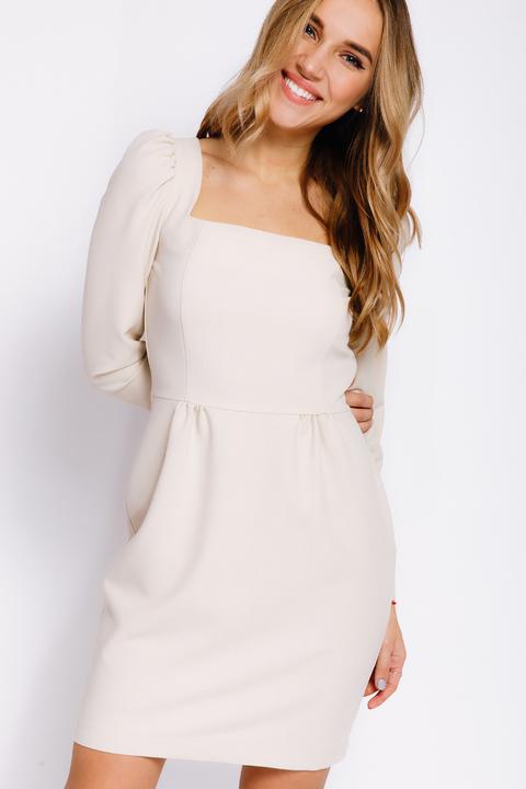 Молочное платье-футляр мини с прямоугольным вырезом
