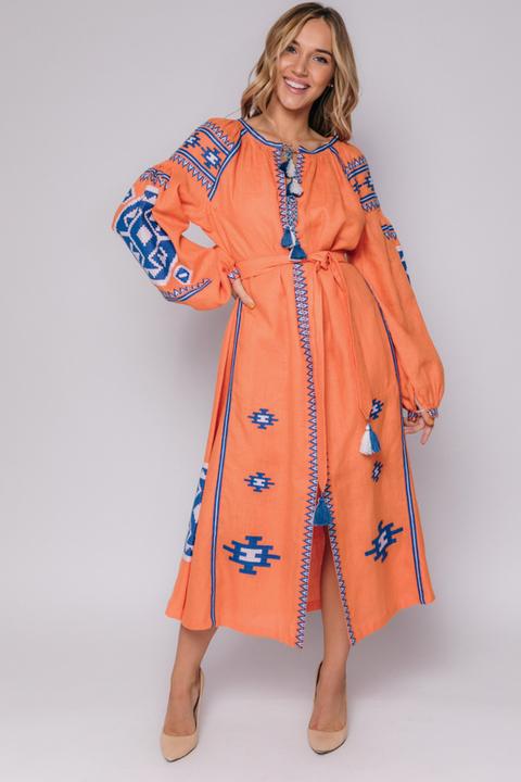 Оранжевая вышиванка длины миди с синей вышивкой
