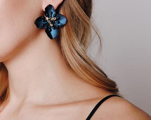 Синие серьги в форме цветка