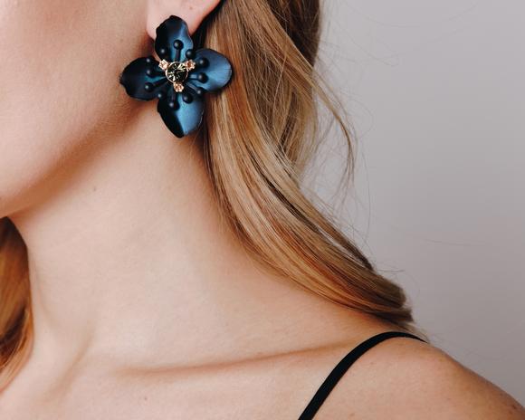 Синие серьги в форме цветка в прокат и аренду в Киеве, Одессе, Харькове. Фото 1