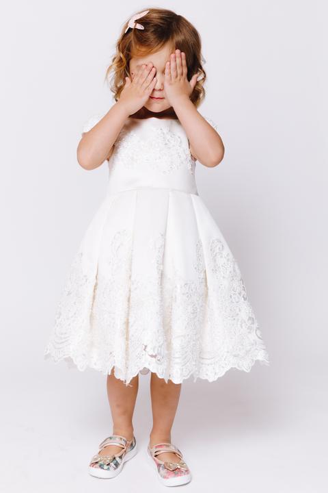 Детское белое атласное платье с бисером и кружевом