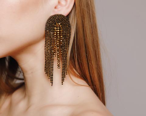 Длинные серьги золотого цвета с черными и золотыми камнями
