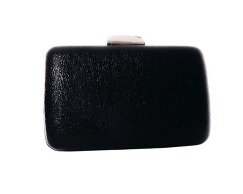 Черный клатч прямоугольной формы с золотой застежкой
