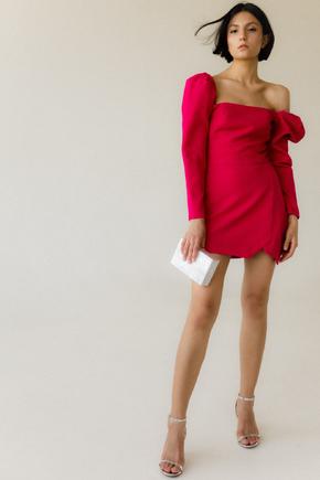 Плаття-міні малинового кольору зі об'ємним плечима і асиметрією в прокат и oренду в Киiвi. Фото 2
