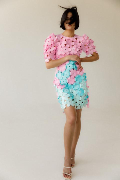Розовое платье миди с рукавом фонариком и цветами