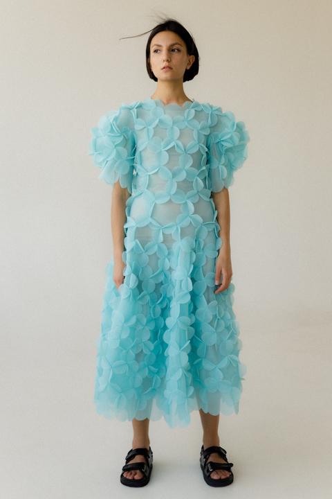 Платье макси с рукавом фонариком из аппликаций мятного цвета
