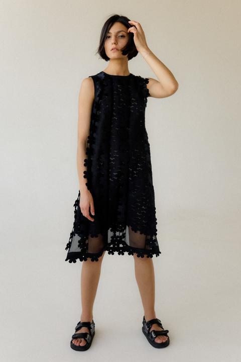 Двухслойное полупрозрачное платье с цветочными аппликациями