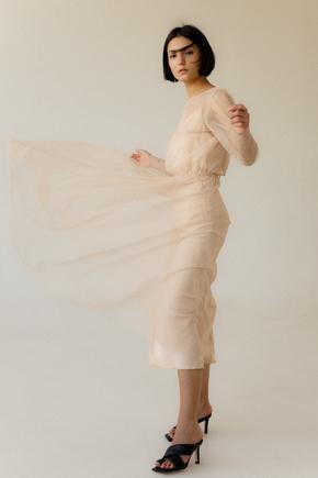 Легке комбіноване плаття з накидкою з мерехтливого тюлю золотого кольору в прокат и oренду в Киiвi. Фото 1
