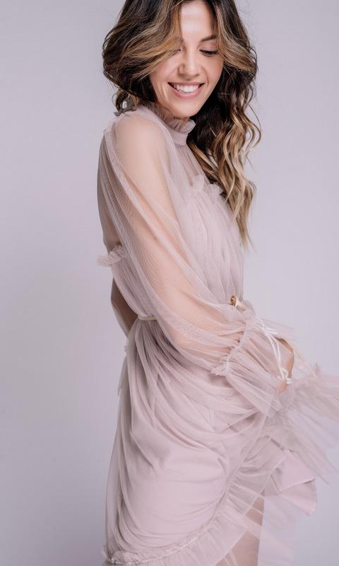 Пудровое платье мини из фатина