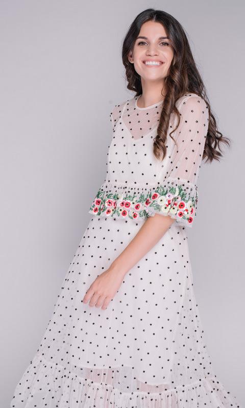 Кремовое платье в черный горошек с цветочной аппликацией