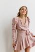 Платье длины мини из плотной ткани нежно розового цвета с рукавом буф в прокат и аренду в Киеве. Фото 3