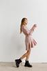Платье длины мини из плотной ткани нежно розового цвета с рукавом буф в прокат и аренду в Киеве. Фото 4