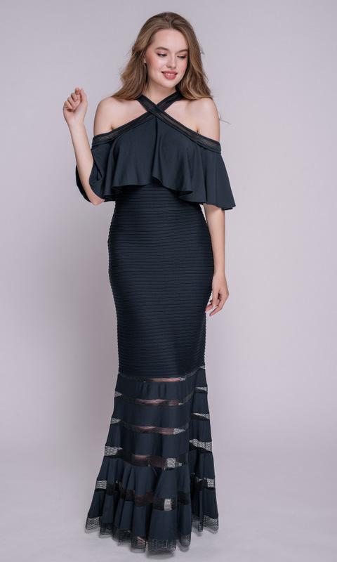 Темно-синее платье в пол со спущенными плечами