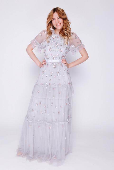 Серое платье макси из фатина с вышивкой