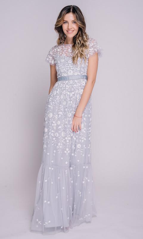 Лавандовое платье в пол с белой вышивкой
