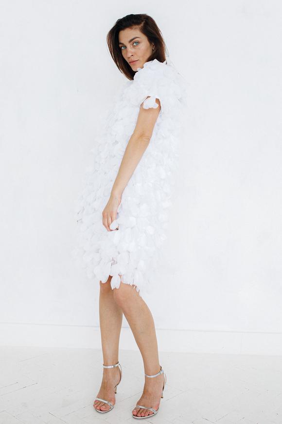 Белое платье мини из лепестков в прокат и аренду в Киеве. Фото 2
