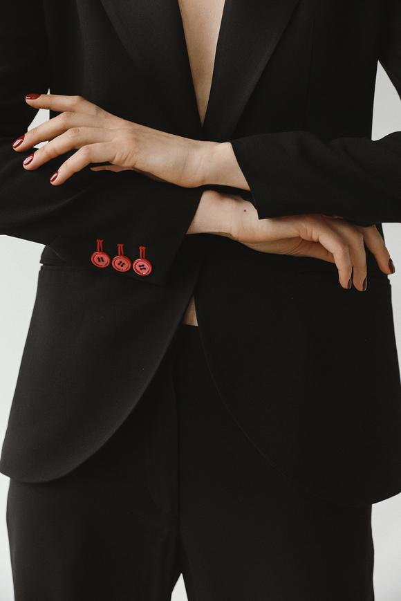 Черный смокинг с красными перламутровыми пуговицами в прокат и аренду в Киеве, Одессе, Харькове. Фото 1
